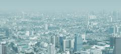 Kaupungin siluettia läpi paksu savusumu Kuvituskuvat