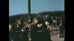 WW2-KZ-Buchenwald-ZivilistenBesichtigenKZ Stock Footage