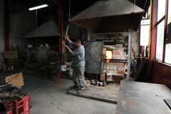 Glass Workshop – Studio Glass Sculpture – Atelier Stock Footage