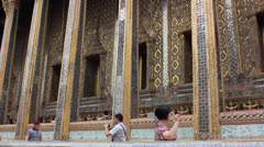 Tourist at the Grand palace thailand Stock Footage