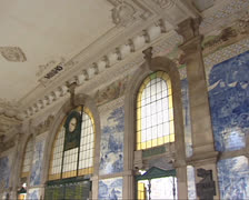 Azulejo panels + ceiling in Sao Bento Railway station hall, Porto Stock Footage