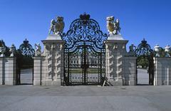Austria, Vienna, view of Belvedere Castle behind front gates Stock Photos