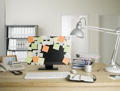 A desktop PC with blank adhesive notes all over the monitor Stock Photos