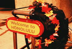 Matkatavaroiden auto Honolulun lentokentällä tervetullut merkki Kuvituskuvat
