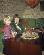 A brother and sister next to an Advent Wreath Stock Photos