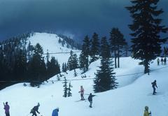 People skiing at a ski resort Kuvituskuvat