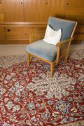 Tuoli Persian matolle olohuoneessa Kuvituskuvat