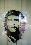 An image of Che Guevara in a window Stock Photos