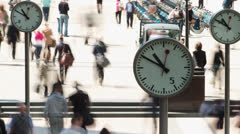 Docklands clocks commuters business people rush hour Stock Footage