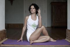 A woman practicing the yoga pose Ardha Matsyendrasana Stock Photos