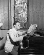 Mies piano nuotit Kuvituskuvat
