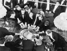 High kulma ryhmä ihmisiä pelaa rulettia Kuvituskuvat