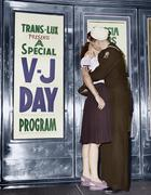 U.S. sailor and his girlfriend celebrate news of the end of war with Japan Stock Photos