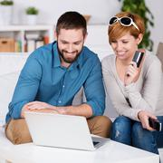 Couple shopping online with credit card Stock Photos