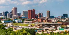 Näkymä horisonttiin ja teollisuusalueilla I-95 Baltimoressa, Marylandissa. Kuvituskuvat