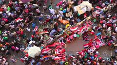 Overhead otetaan mielenosoittajat Kairossa, Egyptissä Arkistovideo