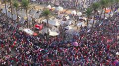 Overhead otetaan mielenosoittajat Kairossa, Egyptissä. Arkistovideo