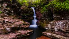 Adam's falls, tucked in a small gorge on kitchen creek in ricketts glen state Stock Photos
