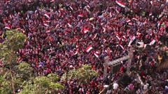 Overhead otetaan suuri ralli Tahrir aukiolla Kairossa, Egyptissä. Arkistovideo