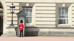 Soldier on guard at Buckingham Palace Stock Footage