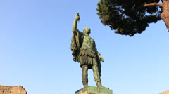 Caesar statue (dolly 1) in Rome Stock Footage