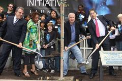 """Blu-ray and dvd release of """"avatar"""" earth day tree planting ceremony. Stock Photos"""