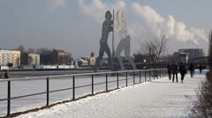 Molecule man sculpture in the icy river of Berlin Stock Footage