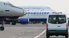 Minibus rides near Transaero airlines aircraft in Domodedovo Stock Footage