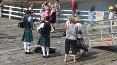 Paddle steamer Waverley (9), bagpipe welcome Stock Footage