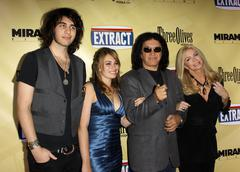 "Nick simmons, sophie simmons, gene simmons, shannon tweed.""extract"" los angel Stock Photos"