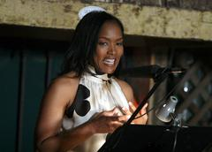 Angela bassett.motherhood: a benefit for maternal fetal care international (m Stock Photos