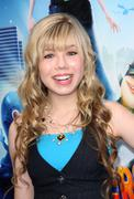 jennette mccurdy.los angeles premiere of dreamworks animation's monsters vs. - stock photo