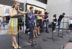 """""""glee"""" cast.join """"the gleek tour"""" featuring the cast of """"glee"""".held at hot to - stock photo"""