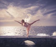 Nuori tyttö tanssi Kuvituskuvat