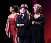 Debbie allen, lupe ontiveros and piper laurie .2009 women in film crystal + l Stock Photos