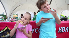 Kids eat pancakes during first gastronomic festival FEST EDAkov Stock Footage