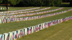 Liput näkyy rivien sotilaallisen hautoja Arkistovideo