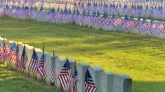 Liput edessä näkyy sotilaiden hautoja Arkistovideo