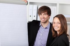 Hymyilevä liikenainen ja liikemies toimisto Kuvituskuvat