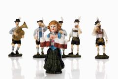 Baijerin tarjoilija hahmoja tilalla olut stein kanssa yhtyeen taustalla Kuvituskuvat