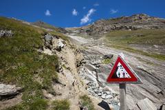 Austria, Grossglockner, Gamsgrubenweg, Warning sign, falling rocks - stock photo