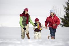 Itävalta, tytöt (6-17) käynnissä lunta, hymyilevä - stock photo