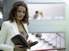 nainen katsomassa pari portaikko - stock photo