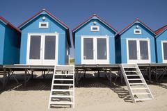 Värillinen taloa rannalla Kuvituskuvat