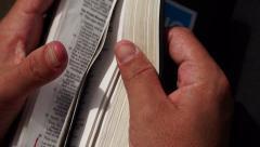 Sivujen vaihtaminen Raamatussa Arkistovideo