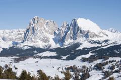 Itävallassa, Etelä-Tirolissa, näkymä vuorelle lumessa Kuvituskuvat