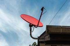 Punainen satelliittiantenni Kuvituskuvat