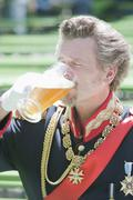 Germany, Man as King Ludwig of Bavaria drinking beer Stock Photos