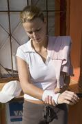 Germany, North Rhine-Westphalia, Duesseldorf, Young woman preparing for sports Stock Photos