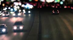 Liikenne valtatie yöllä. Arkistovideo